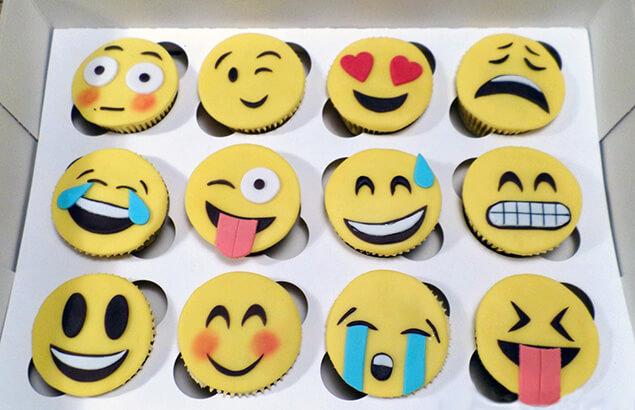 How to emoticons cupcakes en koekjes maken for Versiering taart zelf maken